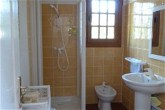 1 of 4 bath/shower rooms
