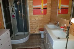 Log Cabin Ensuite Shower room