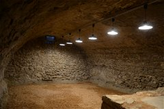 Leading from the ground floor ... the 73m2 stone basement with original wine vat.