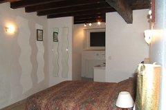 gite main bedroom +en-suite