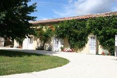 2 Bedroomed Cottage with delightful trumpet vine