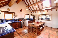 Huge familly kitchen, perfect for entertaining! (26Msq)