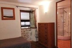 Gite 2nd bedroom and en suite