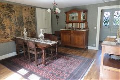 dining room looking towards right entrance