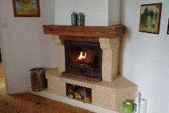La Chaumiere: Lounge fireplace