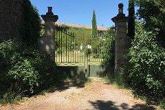 The garden's portal with a park placea parking