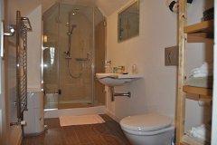 Main house - En suite bathroom with bedroom 1 upstairs