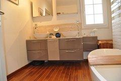 Main house - en suite bathroom with master bedroom downstairs