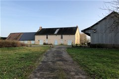 To the guesthouses, barn and car park