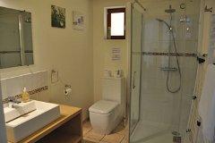 Villa Chêne - the shower room downstairs