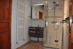 Villa Peuplier - shower room en-suite downstairs