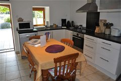 Villa Bouleau - the kitchen and dining area