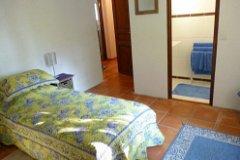 Twin bedroom (N°3) en-suite shower room
