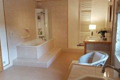 Salle de bain et son grand placard coulissant