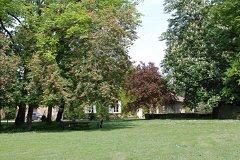 4 ha / 10 acre park