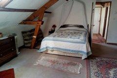 gite bedroom red