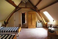 Bedroom 1 - Ante-room