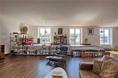Living area (F)
