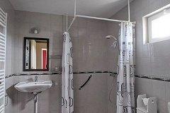 G2 - Bedroom 1, en-suite shower room