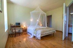 bedroom large gite
