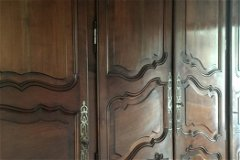 Baroque fitted cupboards in the hall