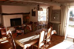 MAIN HOUSE : Small Salon