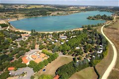Nearby Parc de Saint-Cyr, with golf, lake and beach for swimming