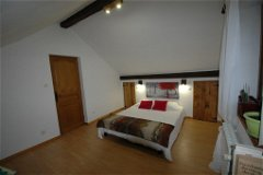 Bedroom 3 w/bed size of 160 cm wide + additional built-in cabinets