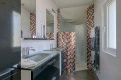 Walk-In shower Room